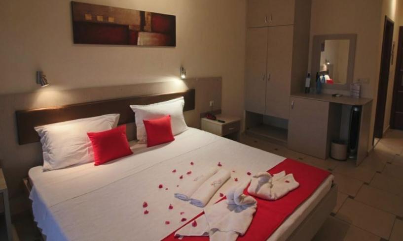 Avra Hotel - Όρμος Παναγιάς Χαλκιδική ✦ -33% ✦ 3 Ημέρες