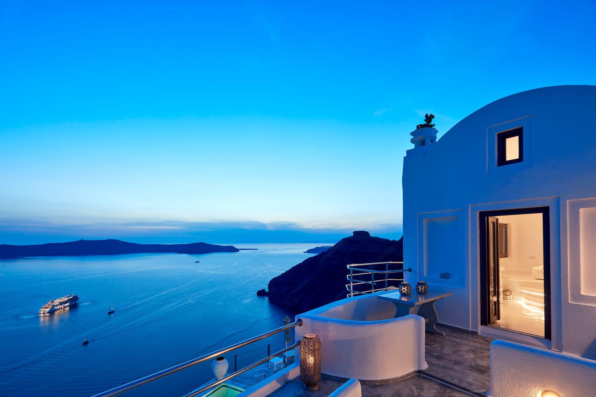 Homeric Poems Santorini - Σαντορίνη ✦ 2 Ημέρες (1 Διανυκτέρευση)