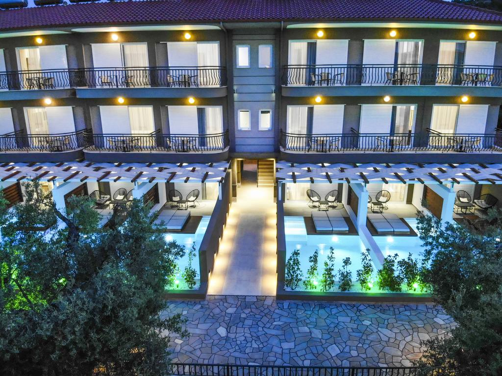 4* Royal Hotel and Suites - Πολύχρονο, Χαλκιδική ✦