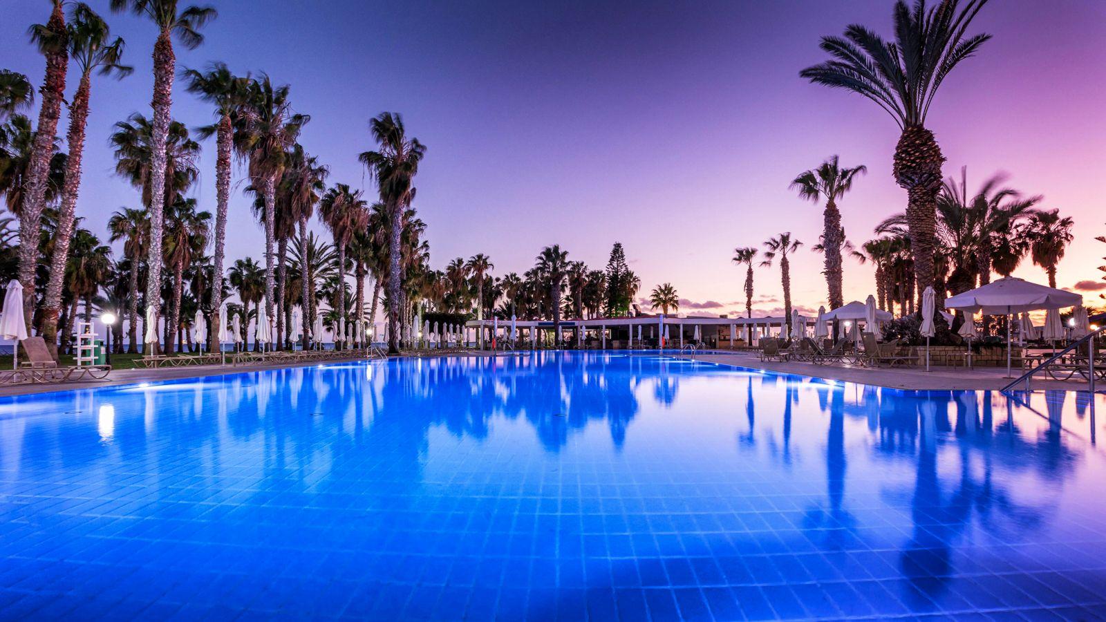 4* Louis Phaethon Beach - Πάφος, Κύπρος ✦ 2 Ημέρες
