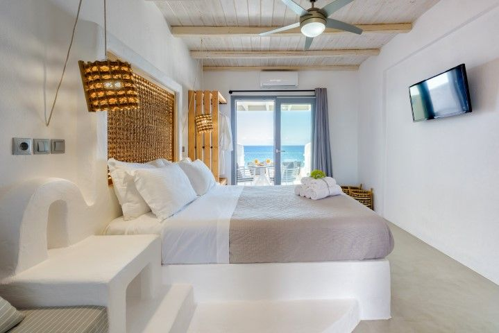 Blue Waves Suites & Apartments Paros - Πάρος ✦
