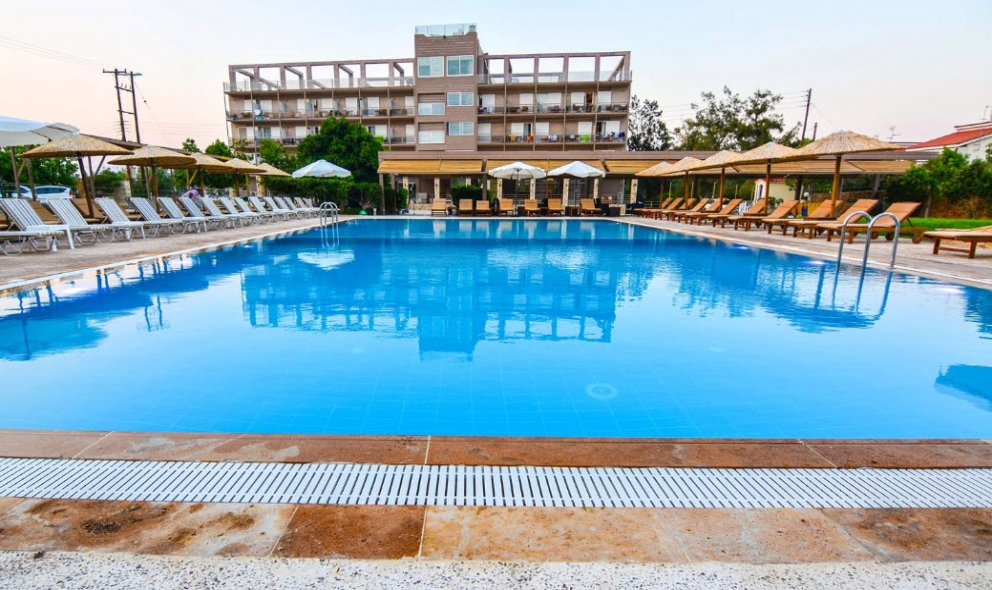 Aqua Mare Resort - Ξυλόκαστρο ✦ -30% ✦ 3 Ημέρες (2