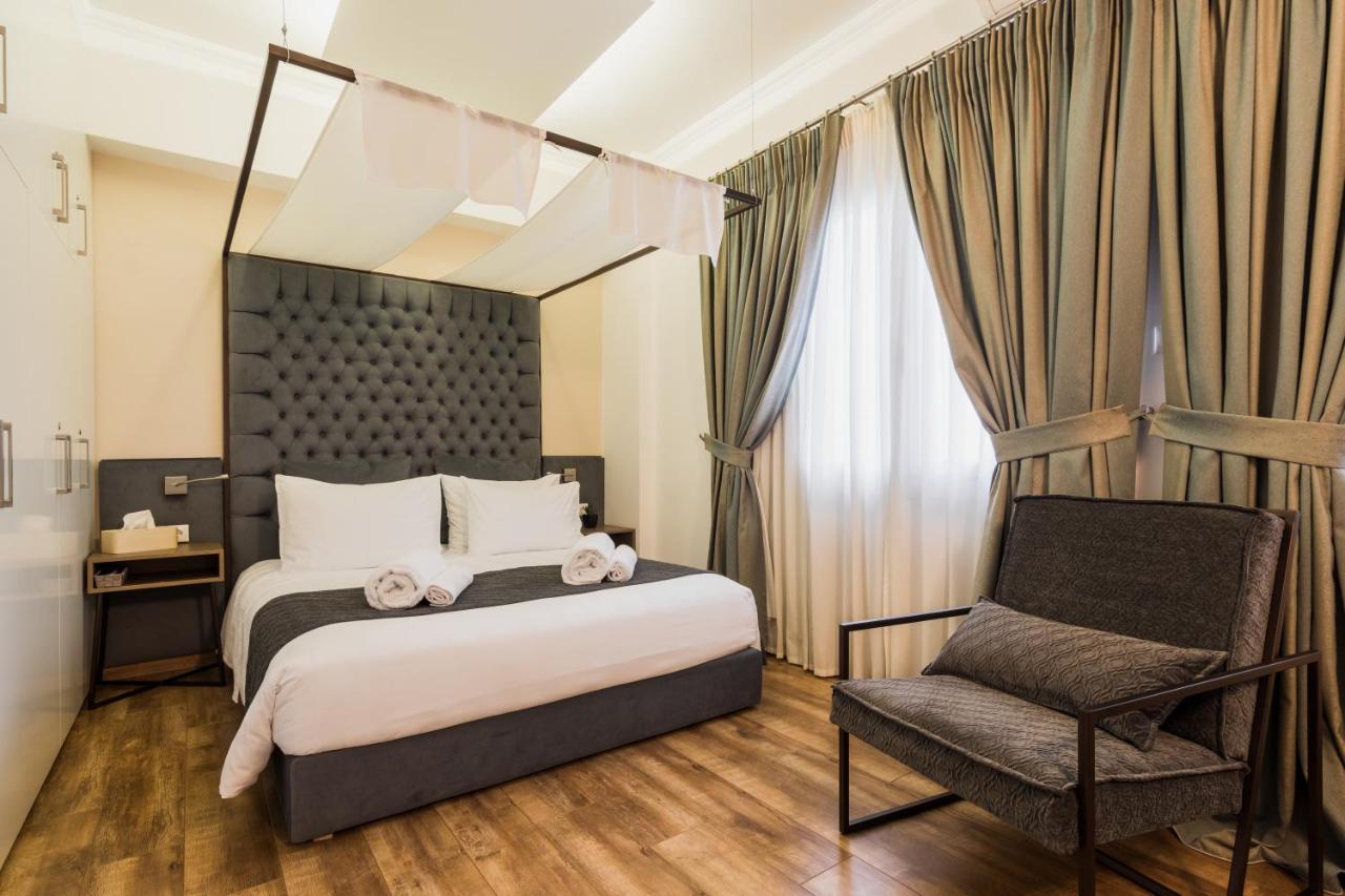 Acropolis Executive Suite by Bill & John Apartments